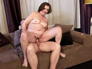 Mature has great cock sucking experience and expands it with horny fuck buddy