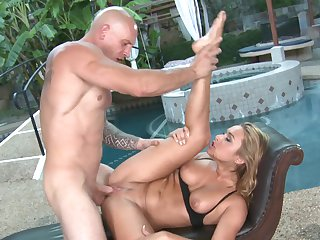 Blonde Kennedy Leigh gets pleasure with rock solid man meat in her mouth