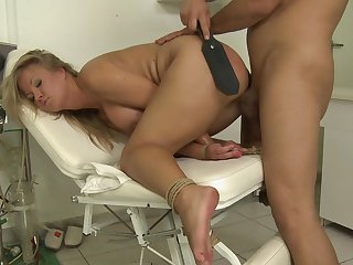 Blonde shows off her sexy body as she gets her mouth fucked by mans sturdy pole