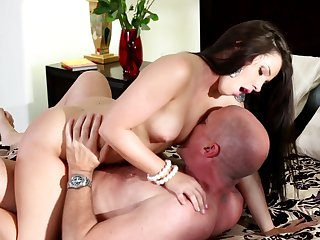 Mark Davis inserts his cock in lustful Lola Foxx's mouth