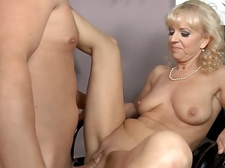 Blonde gets hardcored