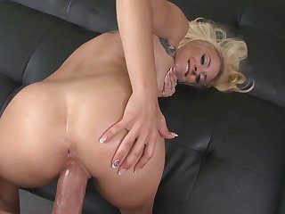 Blonde minx Cameron Canada has a nice time fucking with horny guy