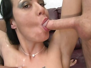 Brunette Mahina Zaltana can't resist the desire to take erect love torpedo deep in her mouth